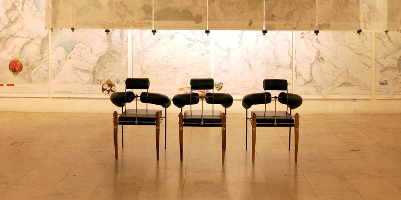 heinz_julen_art_gallery_chairs
